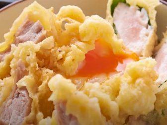 カラッと揚がった至極の鶏天丼をご自宅で!「蕎麦と鶏 はんさむ 下北沢店」